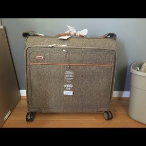 NWT luxe Hartmann tweed garment spinner luggage